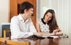 couple-divorce-paperwork-together